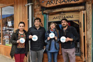 Locatarios de Puerto Aysén desarrollan estrategia para incentivar la compra por parte de turistas de cruceros