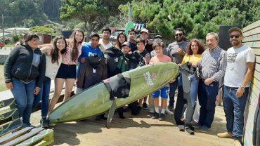 La municipalidad de Mariquina y Levantemos Chilerealizan talleres de surf para niños en Mehuín