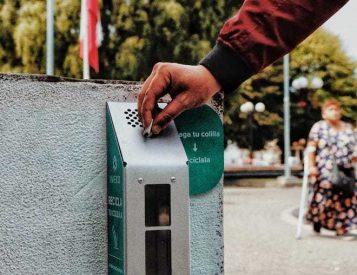 Instalan contenedores para colillas de cigarros con fines de reciclaje en Mariquina