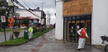 Municipalidad de Puerto Varas comenzó sanitización de espacios públicos y mobiliario urbano