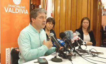 Alcalde Sabat exige al Gobierno decretar emergencia sanitaria regional y anuncia la sanitización de las calles de Valdivia