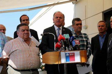"""Ministro Walker analiza la situación de abastecimiento frente al coronavirus: """"A Chile no le faltarán alimentos"""""""