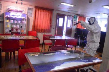 Autoridades constatan protocolos sanitarios de barcaza Queulat en Aysén