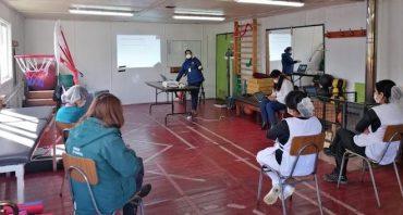 Funcionarias del Hogar de Cristo de Valdivia se capacitan en prevención del COVID-19 y manipulación de alimentos