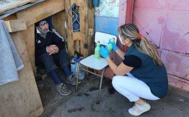 Equipos del municipio vacunan y examinan a personas en situación de calle en Temuco