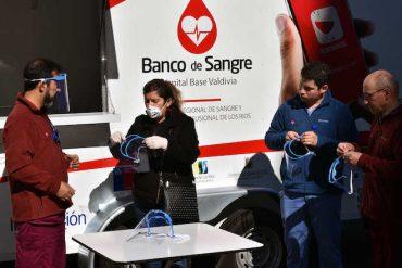 Universidad San Sebastián construye y dona mascarillas faciales a centros médicos de Los Ríos