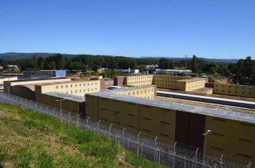Ordenan a Gendarmería no trasladar internos a penal Llancahue sin examen previo de covid-19