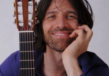 Este jueves el compositor y guitarrista húngaro Dávid Pavlovits se presentará en concierto digital