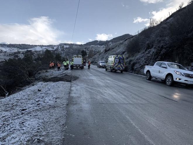 Accidente en ruta 240 Coyhaique – Aysén deja dos fallecidos: sobrevive niña de ocho años rescatada