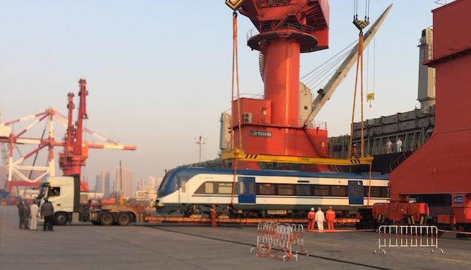 Zarparon desde China los primeros seis nuevos trenes para las regiones del Biobío y La Araucanía