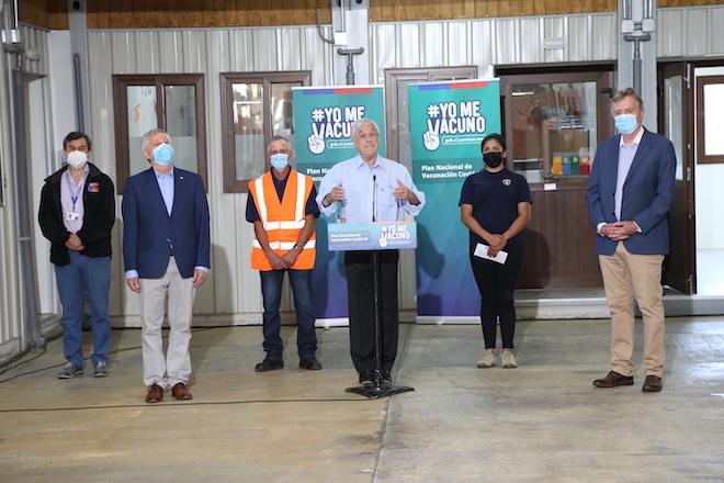 Presidente Piñera destaca campaña contra nuevo coronavirus en visita a Frutillar: «La vacuna está certificada por el Instituto de Salud Pública como segura y eficaz»