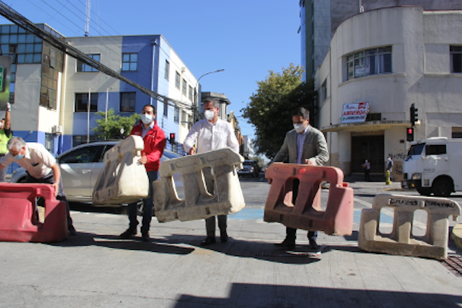 Abren al tránsito peatonal y vehicular céntrica calle de Concepción socavada por construcción de túnel clandestino