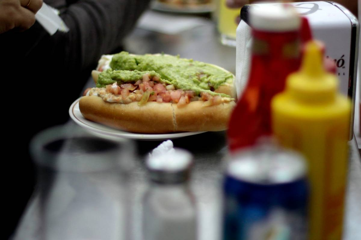 Ventas de servicio de comida rápida sufrió una baja histórica de 39,7% real en 2020 debido a la pandemia en Chile
