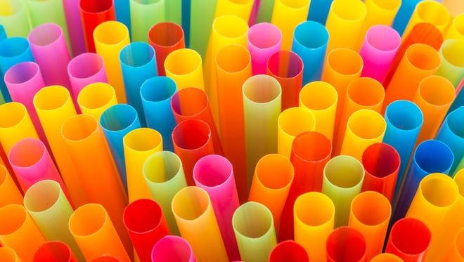 Plásticos de un solo uso generados por establecimientos de consumo de alimentos en Chile equivalen a 23.240 toneladas al año