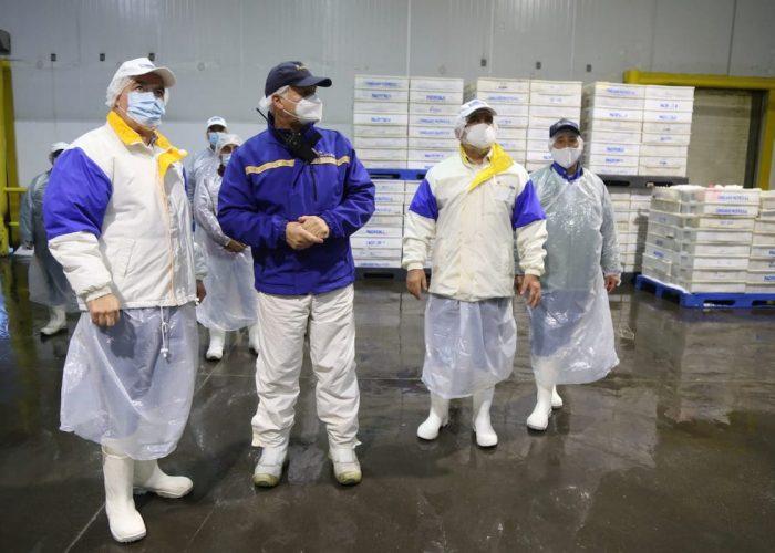 Intendente Kuhn y seremi de Economía visitaron planta Pacific Blue para entregar una señal de tranquilidad frente a incertidumbre laboral