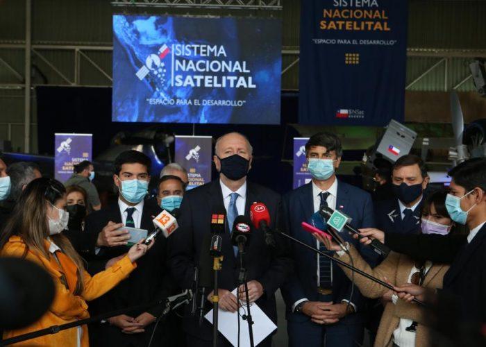 """Gobierno de Chile anuncia una """"nueva era espacial"""" con la puesta en marcha de 10 satélites nacionales y acceso a 250 dispositivos internacionales"""