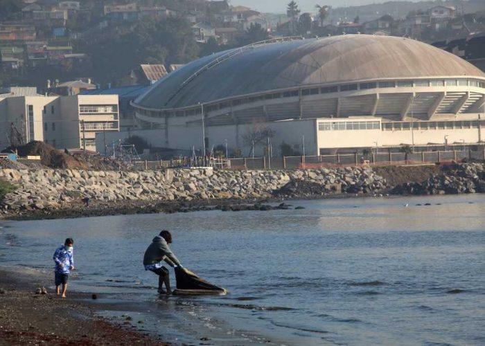Operativo de limpieza en playa El Morro de Talcahuano permite extraer 450 kilos de desechos