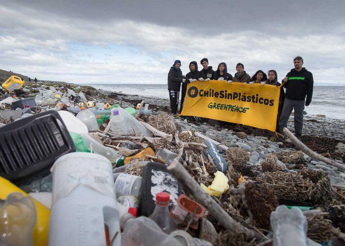 """En el Día Mundial de los Océanos Greenpeace llama a """"exigir alternativas a las empresas"""" frente a contaminación por plásticos"""