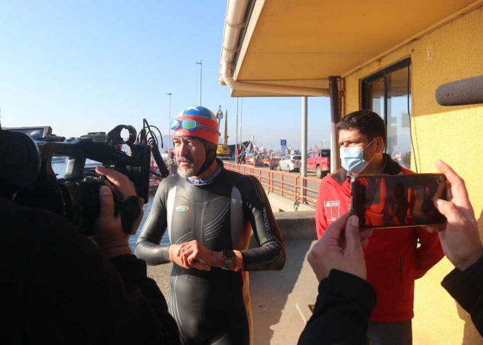 Triatleta senior unió a nado Caleta Tumbes e Isla Quiriquina entrenando para Ironman de Países Bajos