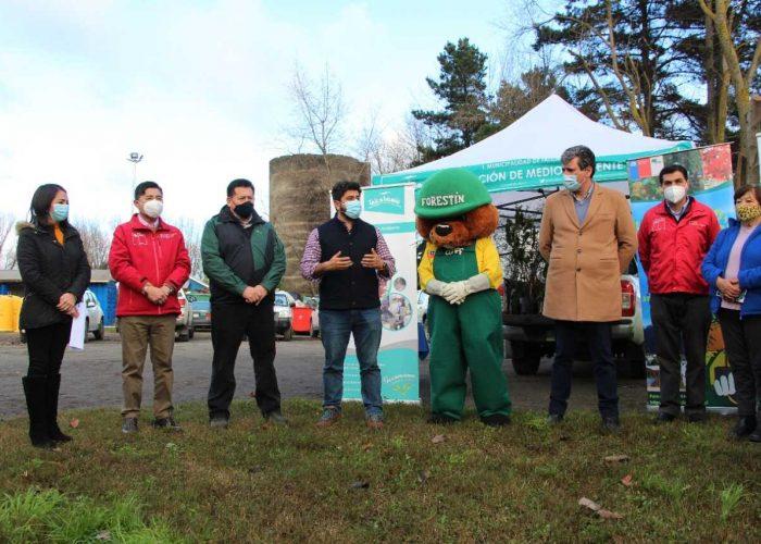 Talcahuano recibe 50 árboles nativos para que JJVV los planten en sus barrios