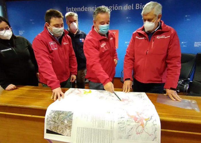 Delegado Patricio Kuhn lideró reunión con Sernageomin para conocer el mapa de peligro vulcanológico del Biobío