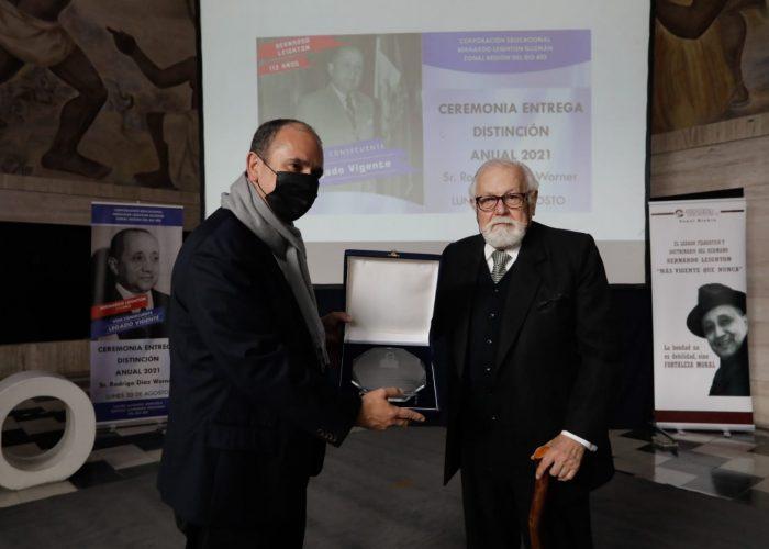Corporación Bernardo Leighton entregó distinción a Rodrigo Díaz, gobernador regional del Biobío