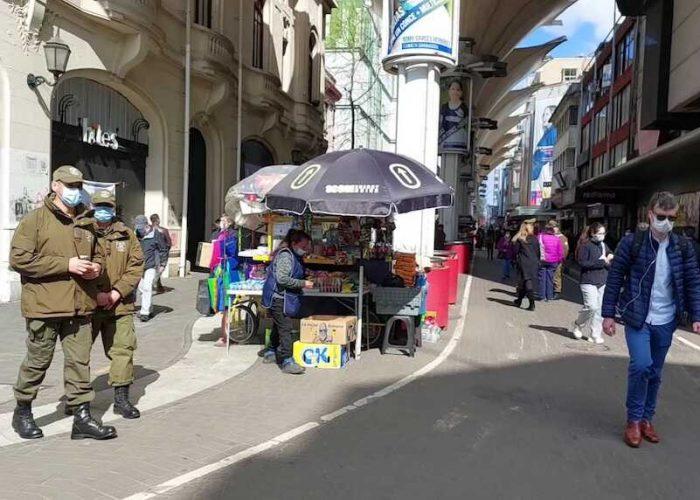 Plan de Intervención de Carabineros en el centro de Concepción ha permitido detener a 33 personas por delitos y cursar 133 infracciones por comercio ilegal